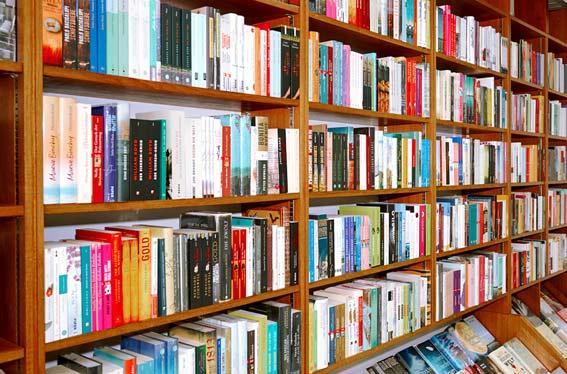 Bildergalerie der Kleinschen Buchhandlung in Krefeld - Bücherregale